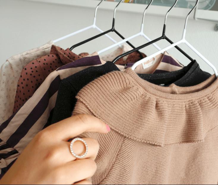 Brug børnebøjler til barnets tøj